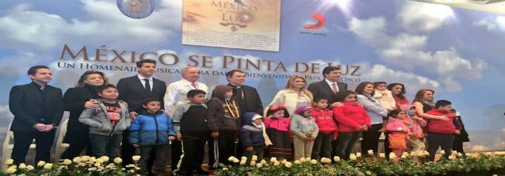 """Artistas mexicanos dan la bienvenida al Papa con """"México se llena de luz"""""""