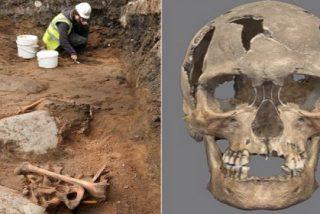 El escalofriante esqueleto del pirata aparecido de sopetón en un colegio
