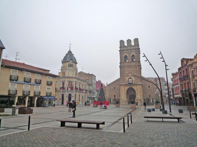 Fomento, Medio Ambiente y el Ayuntamiento de La Bañeza acuerdan un estudio para descargar el tráfico pesado de la LE-125