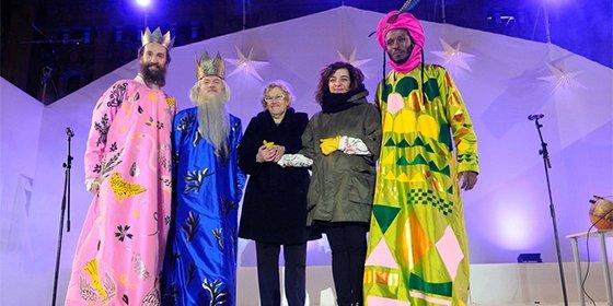 Carmena vuelve a 'armar el Belén': la exalcaldesa de Madrid reconoce ahora que los trajes de los Reyes de su primera cabalgata eran horrendos