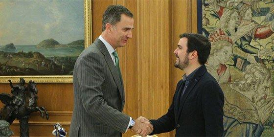 """Alberto Garzón busca dar la nota en su encuentro con el Rey, al que ha rebautizado como """"ciudadano Felipe"""""""