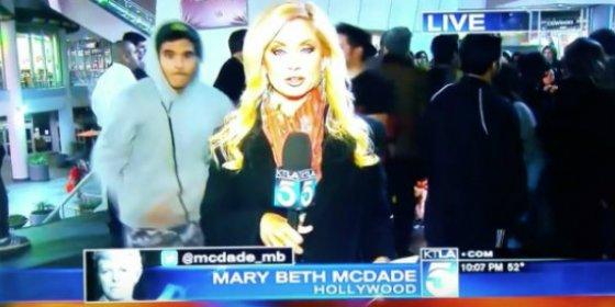 El ataque sexual a la rubia reportera durante una emisión en directo