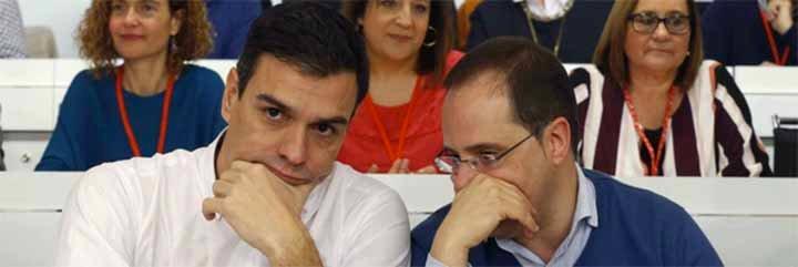 """El País tacha de """"irresponsable"""" a Pedro Sánchez por imitar el modelo asambleario y perroflautista de las CUP"""