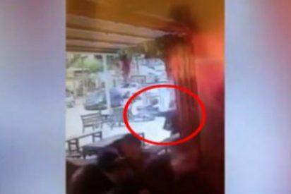 Así asesina el árabe israelí con un M-16 a dos personas en un pub de Tel Aviv