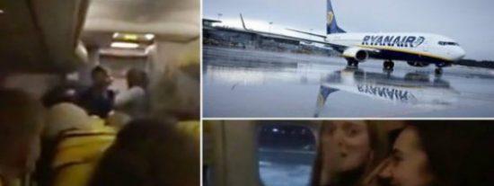 """[VÍDEO] La azafata de Ryanair siembra el pánico: """"¡No queremos morir!"""""""