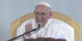 """Francisco advierte a los jóvenes contra el narcotráfico: """"Jesús nunca nos invitaría a ser sicarios"""""""
