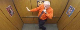 Este es el loco baile del sheriff en el ascensor antes de jubilarse