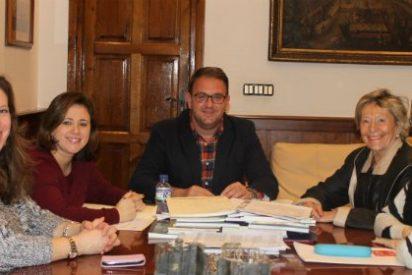 El alcalde de Mérida se reúne con la presidenta de la Plataforma del Voluntariado
