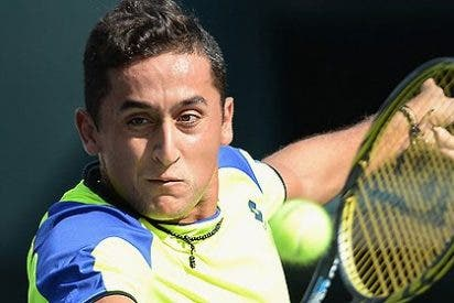 Nicolás Almagro sorprende a Tsonga y espera a Ferrer