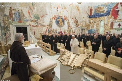"""Cantalamessa: """"El Concilio Vaticano II es un afluente, y no el río"""""""