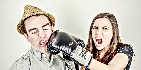 Las 50 frases más perversas que puedes soltar a tu pareja y acabar a palos
