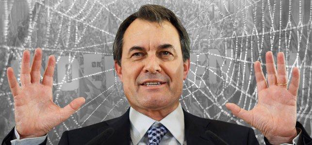 El fiscal cree que el independentista Artur Mas cometió el 9N delitos castigados con cárcel