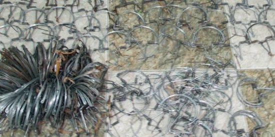 Sorprenden en Puerto Hurraco, Badajoz, a un hombre cuando cazaba pajarillos con artes ilegales