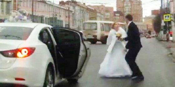 La feroz bronca de los recién casados nada más salir de la Iglesia
