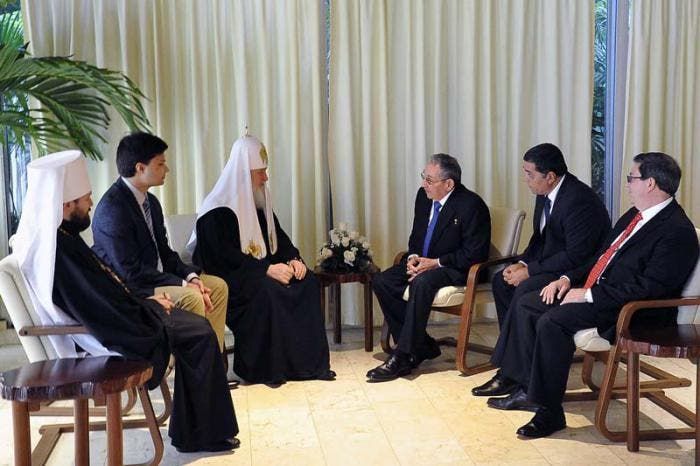 Raúl Castro y el patriarca Kiril se reúnen antes del encuentro con el papa