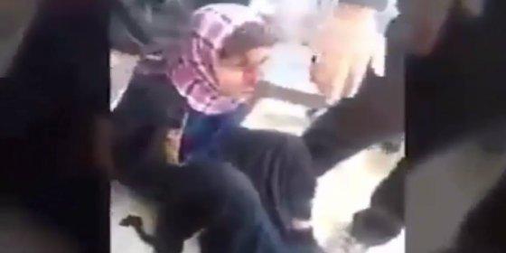 [VÍDEO] Al travesti del DAESH se le cae el pelo por pasarse con el colorete