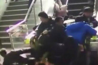 De esta forma se cobran más víctimas las diabólicas escaleras mecánicas chinas