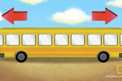 ¿Eres capaz de adivinar en que sentido avanza este autobús?