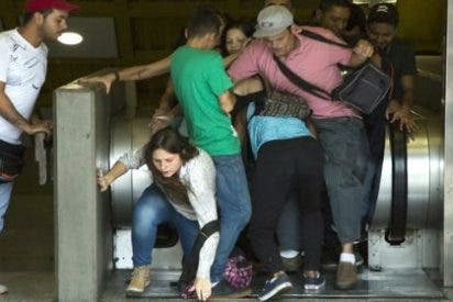 [VÍDEO] ¡Atraco masivo en el Metro de Caracas por encapuchados con pistolas!