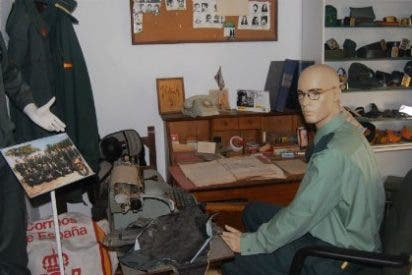 El pasado y el presente de la Guardia Civil se muestra en El Corte Inglés de Badajoz