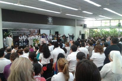Miles de nicaragüenses despiden a Fernando Cardenal en la catedral de Managua