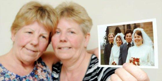 Las gemelas conocen a sus maridos al mismo tiempo, se casan el mismo día y los entierran a la vez