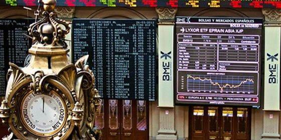 El Ibex cotiza plano a media sesión y se aferra a los 8.800 enteros, con Bankia subiendo cerca de un 5%