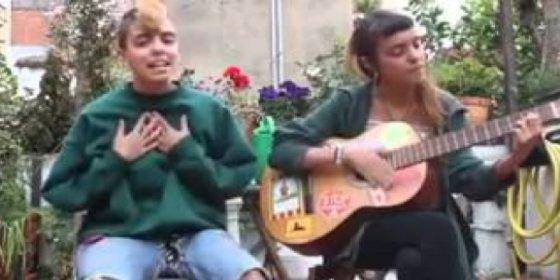 """Las lesbianas que dan la nota hasta delante de su yaya: """"No somos amigas, nos comemos el coño"""""""