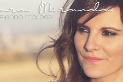 """Mara Miranda presenta su primer disco """"Rompiendo moldes"""" en El Corte Inglés de Badajoz"""