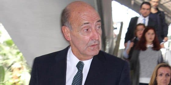Miquel Roca asegura que la Infanta Cristina deja el trabajo en La Caixa por iniciativa propia