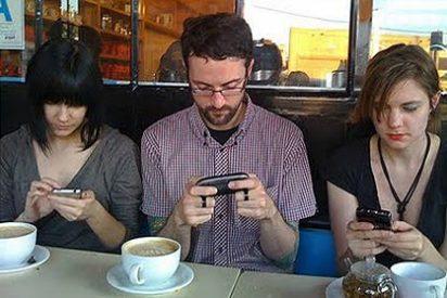 Los españoles están más 'enamorados' del móvil que de su pareja