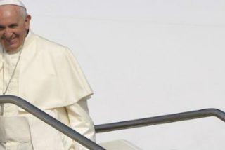 Francisco ya vuela hacia México, con escala histórica en La Habana