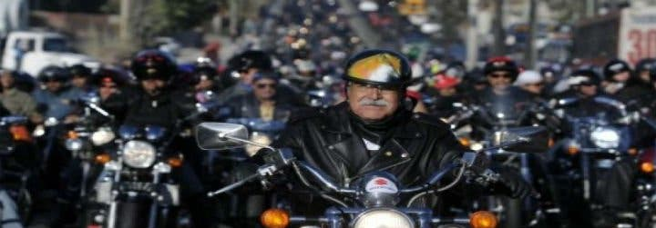 Miles de guatemaltecos peregrinan en motocicleta para adorar al Cristo Negro