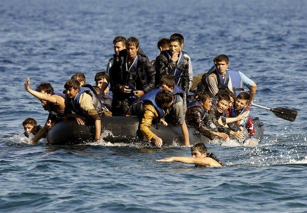 La economía griega, atrapada entre la inoperancia de Syriza y las olas de refugiados