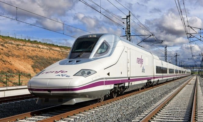 El AVE a Barcelona copa el 62,3% de los viajes frente al avión tras ocho años en servicio
