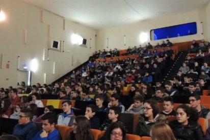 Más de 300 jóvenes asisten al Road Show en Zafra