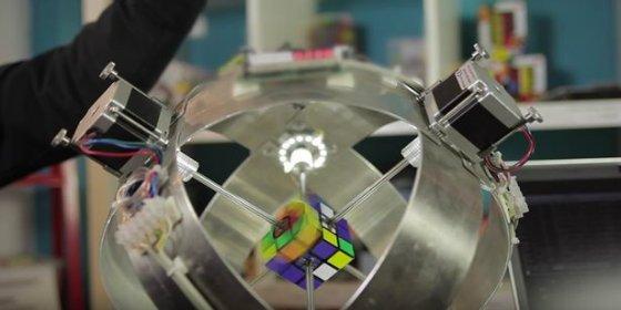 [VÍDEO] El robot que resuelve el cubo de Rubik en menos de un segundo