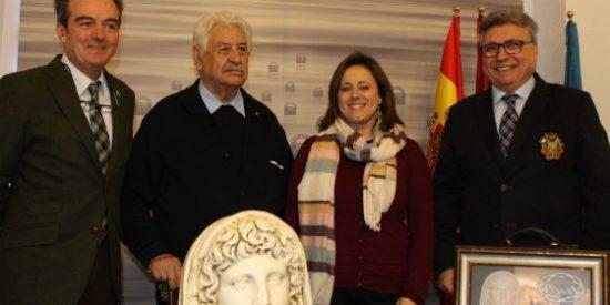 El CIT de Mérida entrega un busto del Genio de la Colonia al Museo Aguilar y Eslava de Cabra