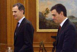 Pedro Sánchez anuncia al Rey que está dispuesto a intentar formar Gobierno si Rajoy renuncia a hacerlo