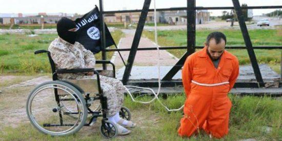 La venganza del verdugo en silla de ruedas que crucifica a sus víctimas