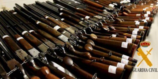 La Comandancia de la Guardia Civil de Cáceres realiza una subasta de armas