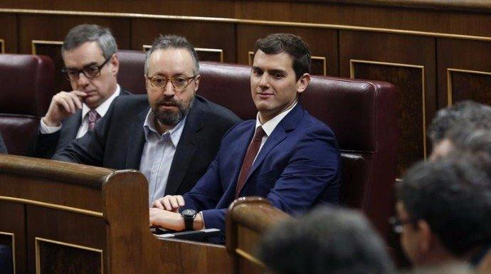Sobre el escenario político español hay más pirómanos que bomberos