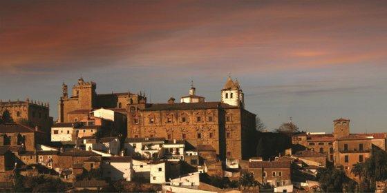 El ayuntamiento de Cáceres trabaja en un nuevo servicio de transporte urbano turístico