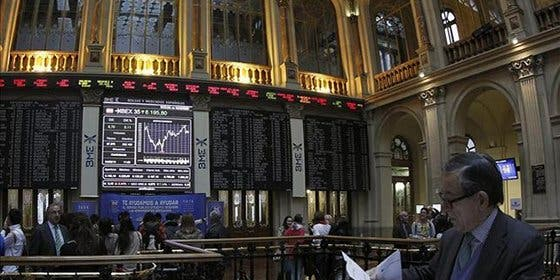 El Ibex sucumbe a la volatilidad y cae más de un 2%