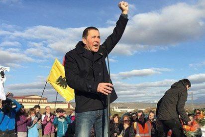 El etarra Otegi sale de la cárcel tras seis años y medio, entre aplausos de Pablo Iglesias y 200 facinerosos