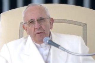 """Francisco proclama el """"Evangelio del servicio"""" ante decenas de miles de fieles"""