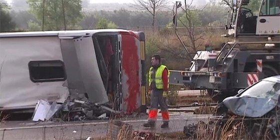 Al menos 14 estudiantes de Erasmus muertos al volcar un autocar que volvía de las Fallas