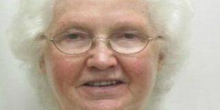 ¡Alerta a los ancianos romanticones! Anda suelta la 'viuda negra de Internet'