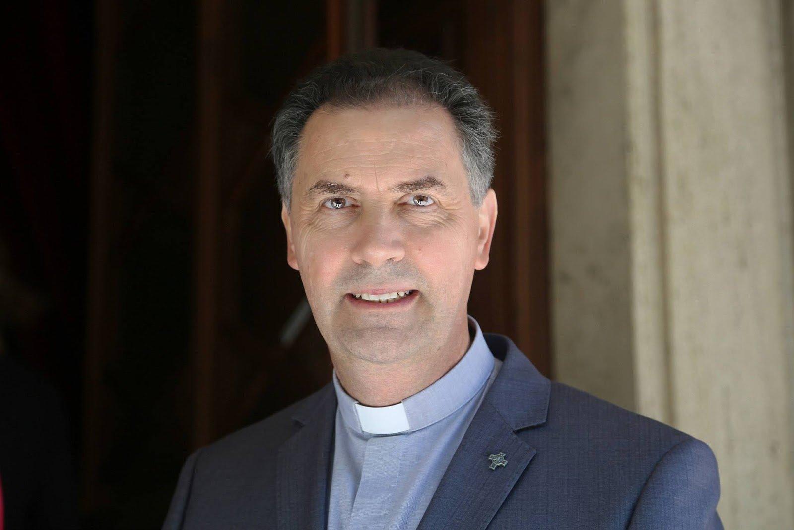 El rector mayor de los salesianos pide rezar por la liberación del padre Tom