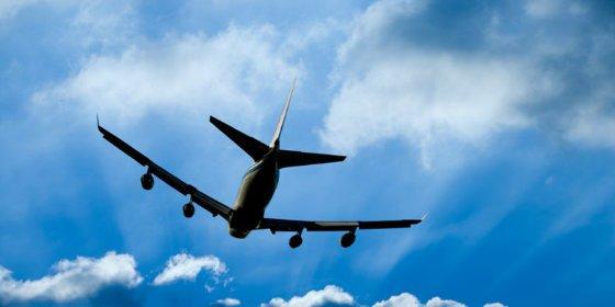 El piloto casi estrella un avión con 200 pasajeros porque su esposa quería divorciarse